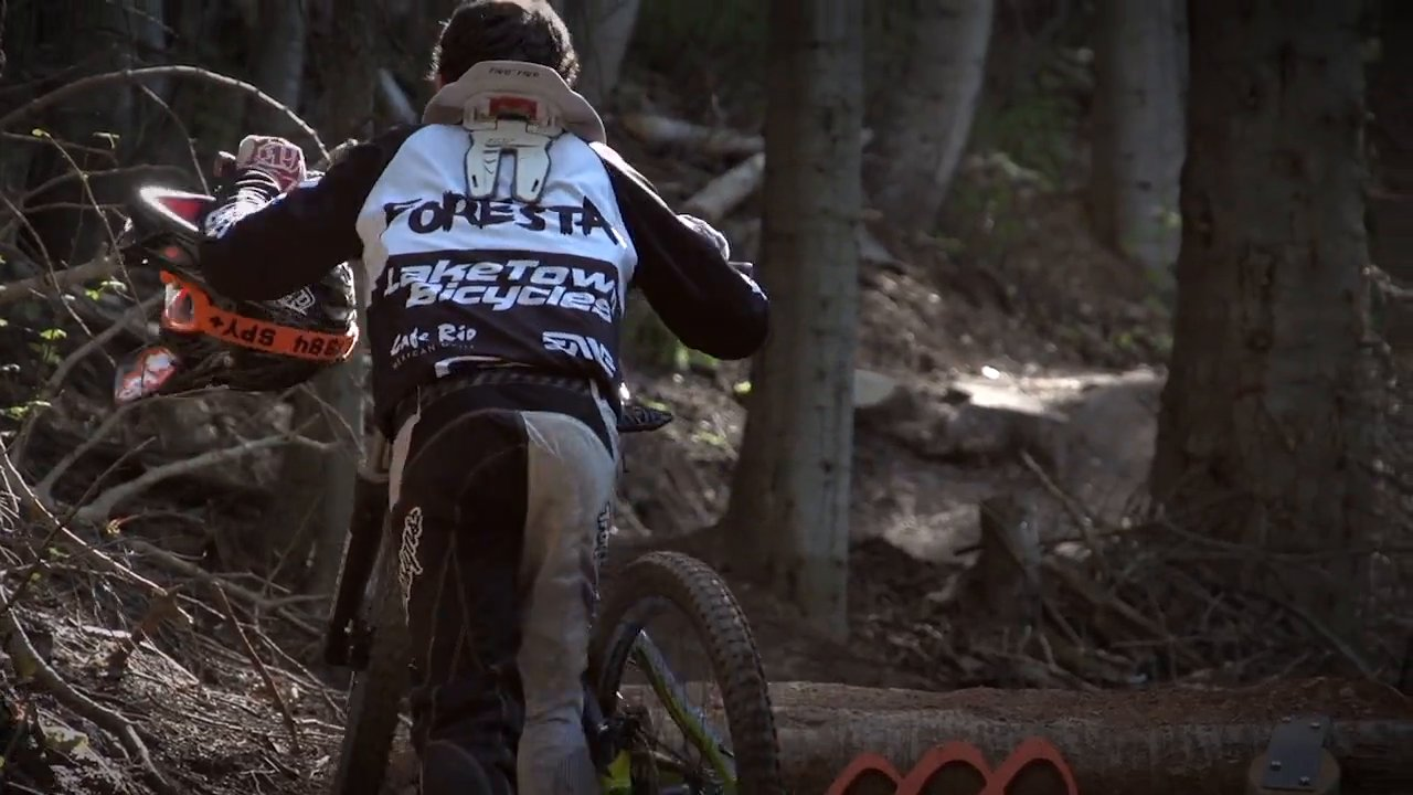 13-Jähriger Joey Foresta rockt die MTB-Piste – Ride Canyons [Video]…