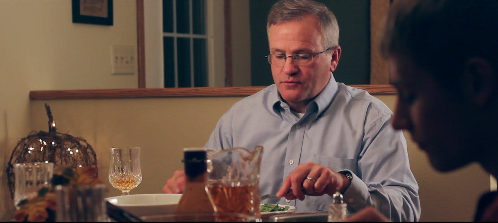 """""""Pass The Salt"""" oder: """"Bitte kein Smartphone beim Essen!"""" [Video]"""